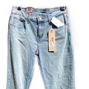 Levi's ✨💋HP✨ Levi's Capri Jeans